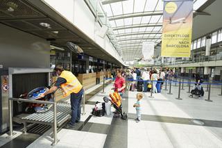 Aufgabe von Sondergepäck im Terminalgebäude