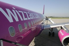 Wizz Air Maschine mit Airline Logo