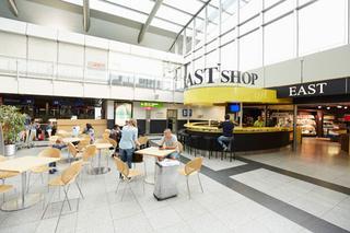 Die East Bar + Shop   in der Abflugebene des Terminalgebäudes des Dortmund Airport