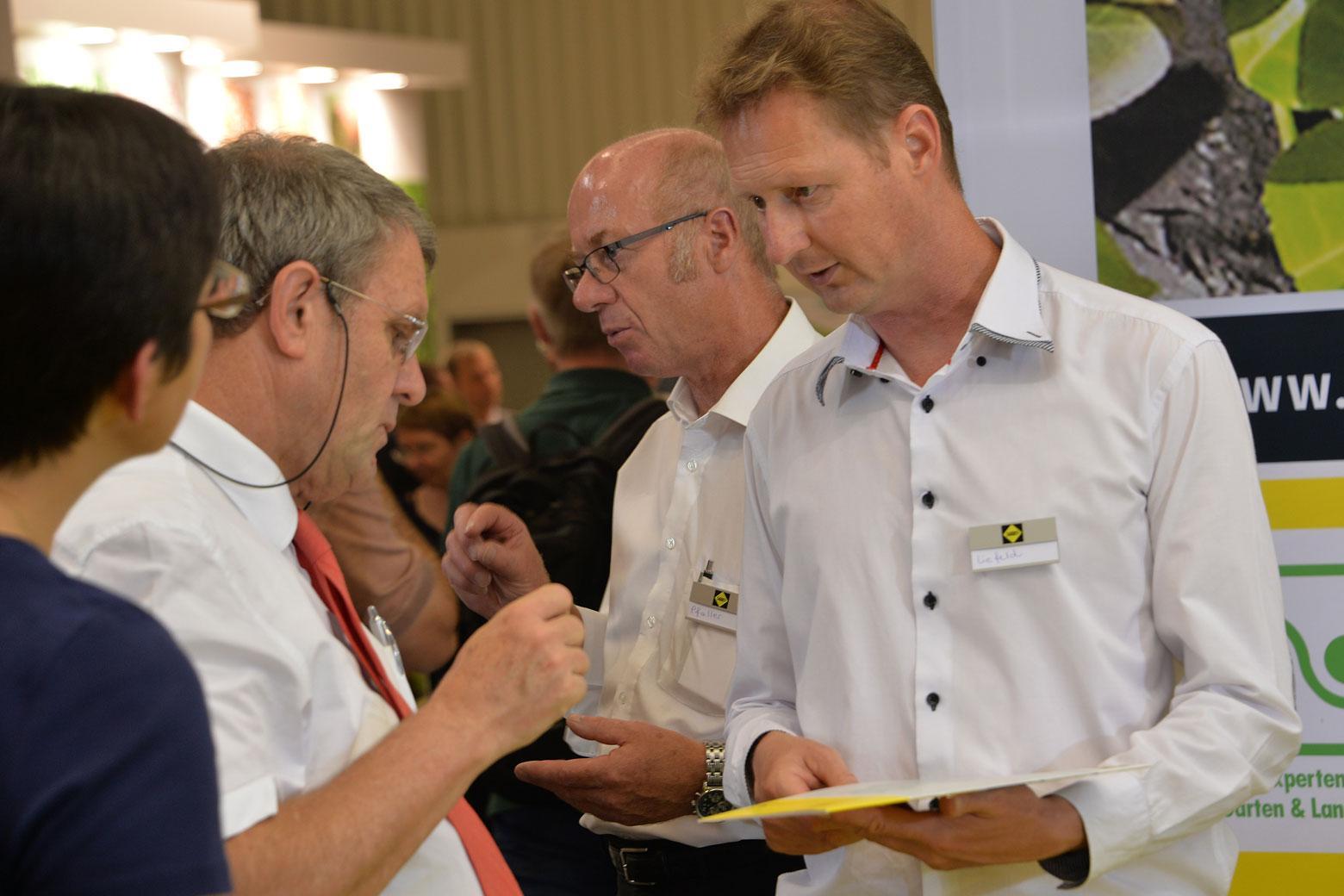 Wegebau-Experten von SAKRET unterstützen GalaBau-Betriebe mit fundierten Informationen über geeignete Produkte und Systeme.
