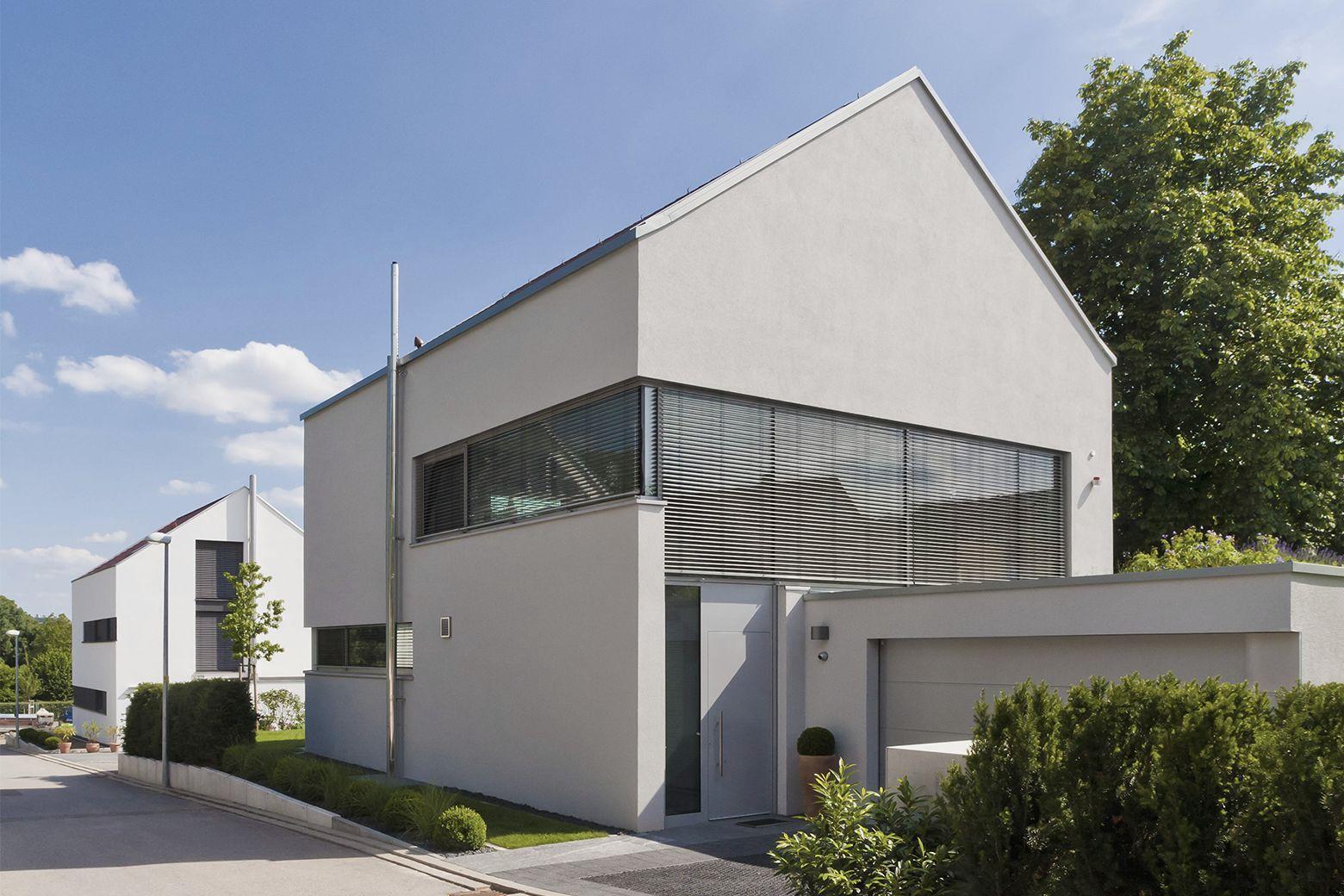 Modernes Eigenheim mit Garage