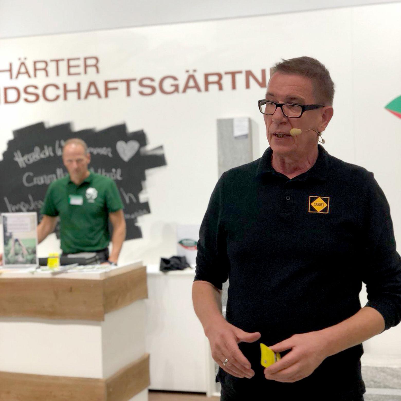 Volker Kersten (SAKRET Bausysteme GmbH & Co. KG) auf dem Hagebau Stand.