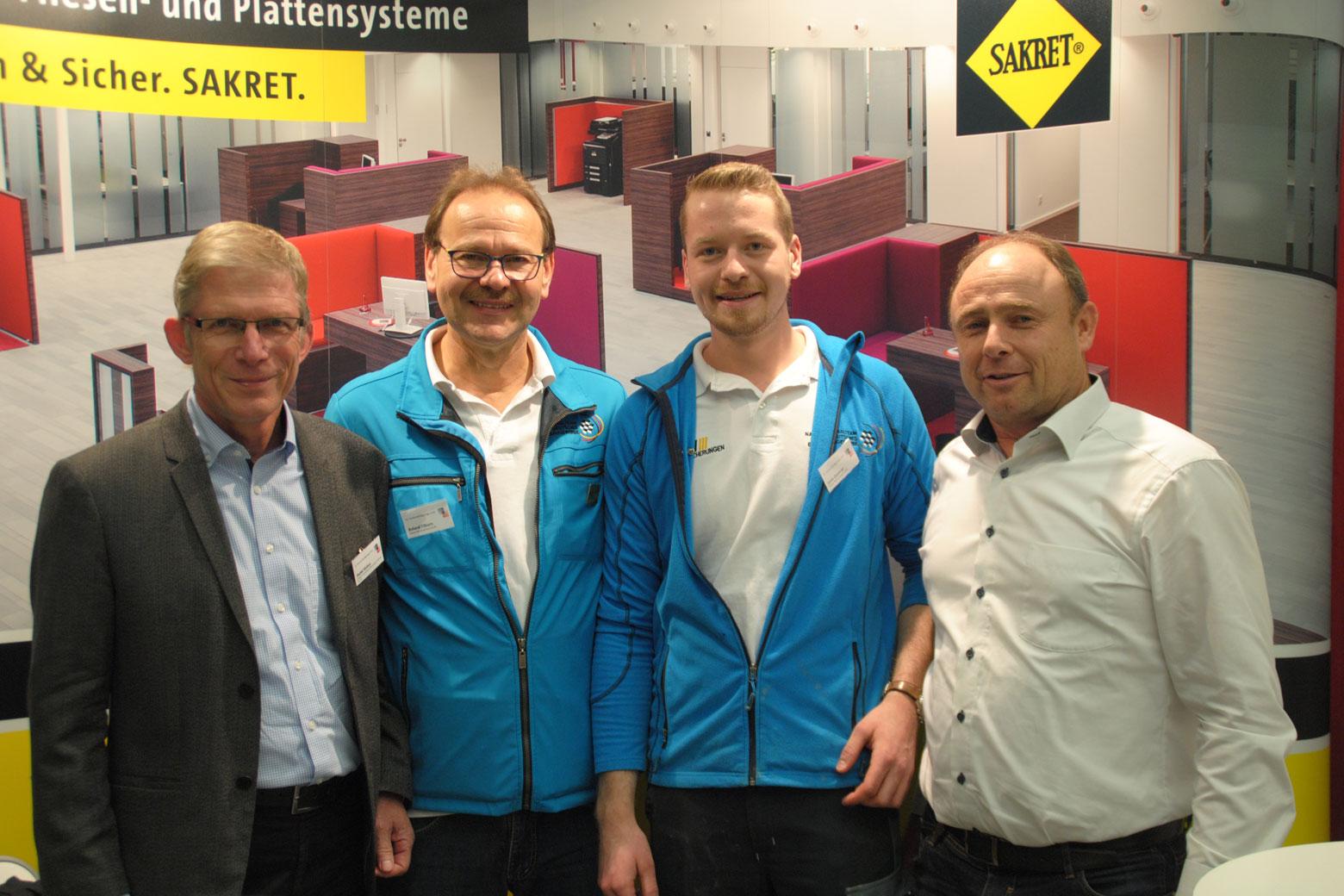 v. l.: SAKRET Mitarbeiter Dr. Detlef Ricken, Trainer Roland Filkorn, Janis Gentner, Bernd Früh