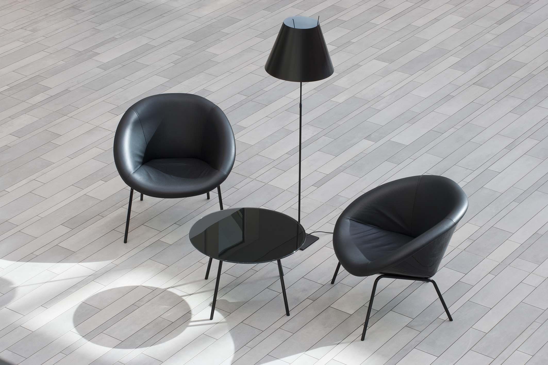 SAKRET Referenz Sparkasse Schwerte Fliesen Stühle