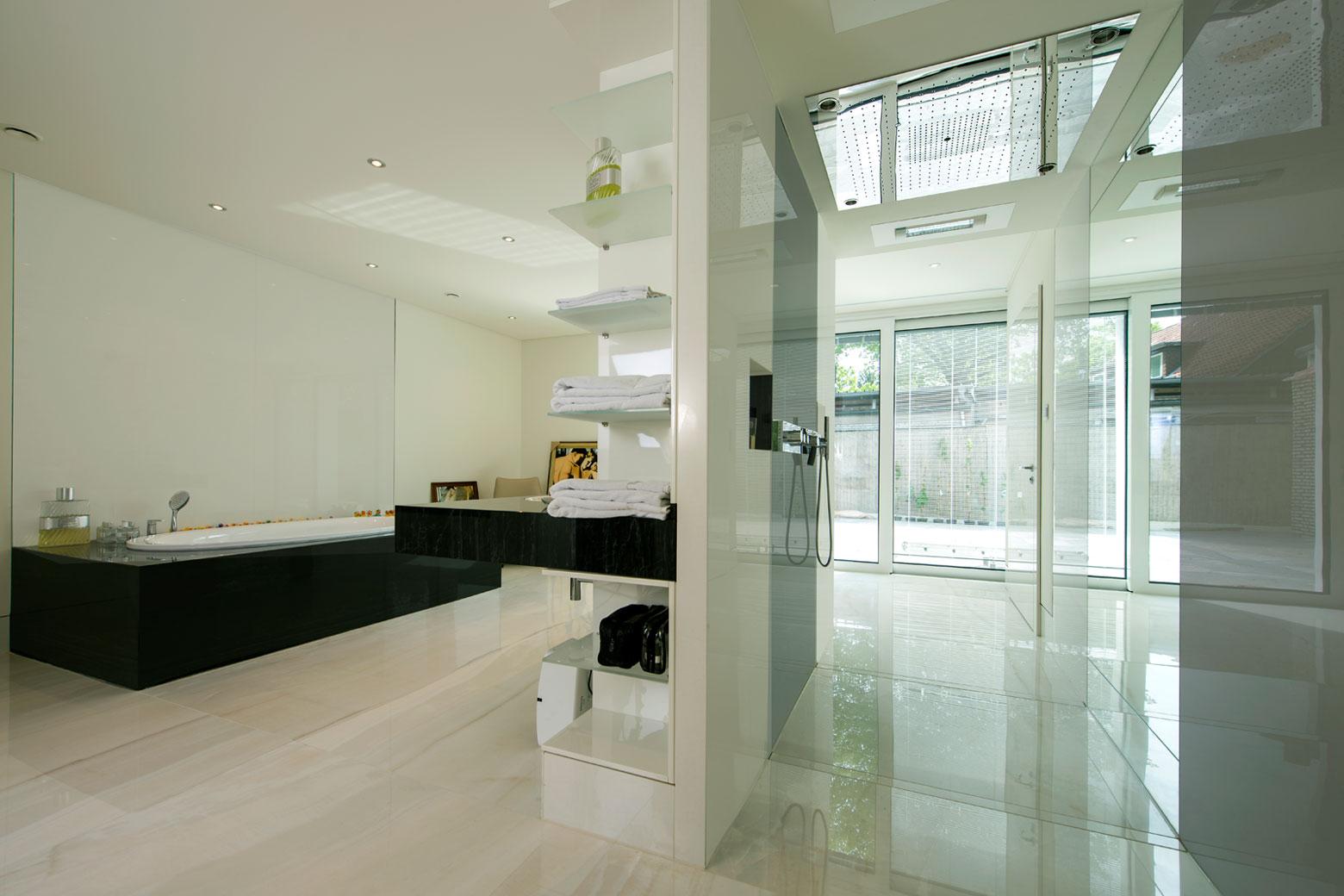 Hannover Großformat Fliesen im Badezimmer und Dusche