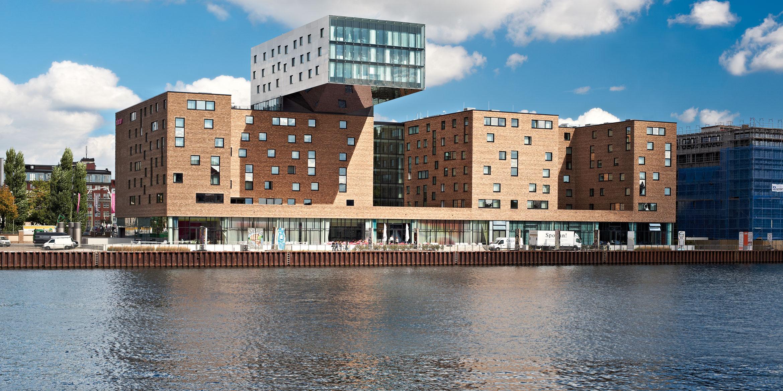 Referenz nhow Hotel Berlin | Hotel vom anderen Ufer aus
