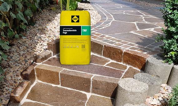 Produkt des Monats Trassnatursteinfuge TNF Gebinde auf Treppenstufen