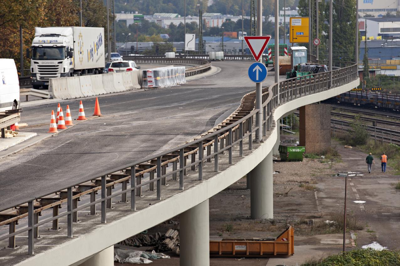 SAKRET Referenzen Hochbrücke Völkingen Fahrbahn und Autos