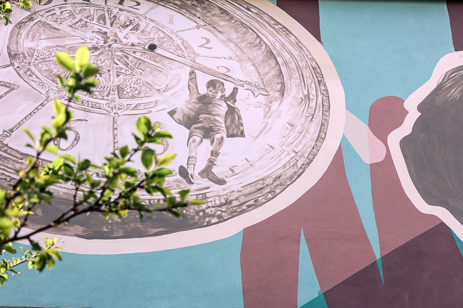 Künstler Viktor Sobek hat in Kooperation mit Schülern aus Stadt Bleicherode die Fassade gestaltet