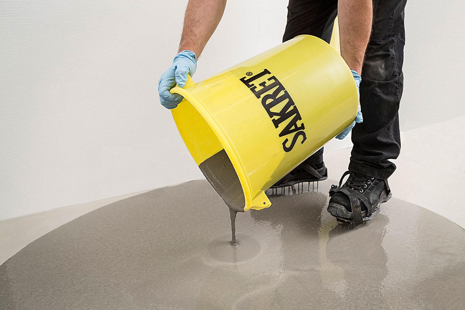 Selbstnivellierende Spachtel- und Ausgleichsmassen reagieren sensibel auf einen falsch eingestellten Wassergehalt.