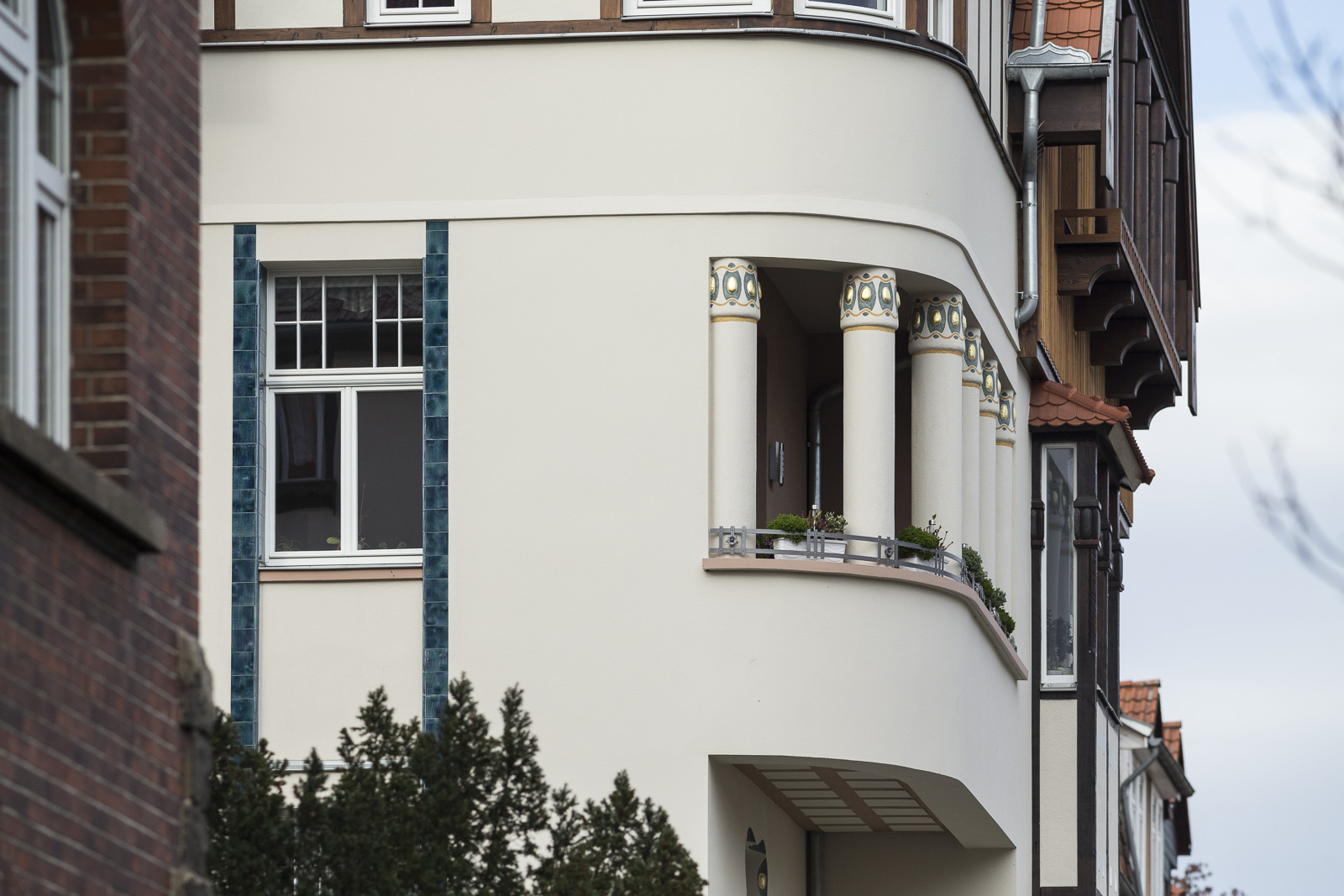 SAKRET Referenz Fassadensanierung Eisenach Säulen von der Seite