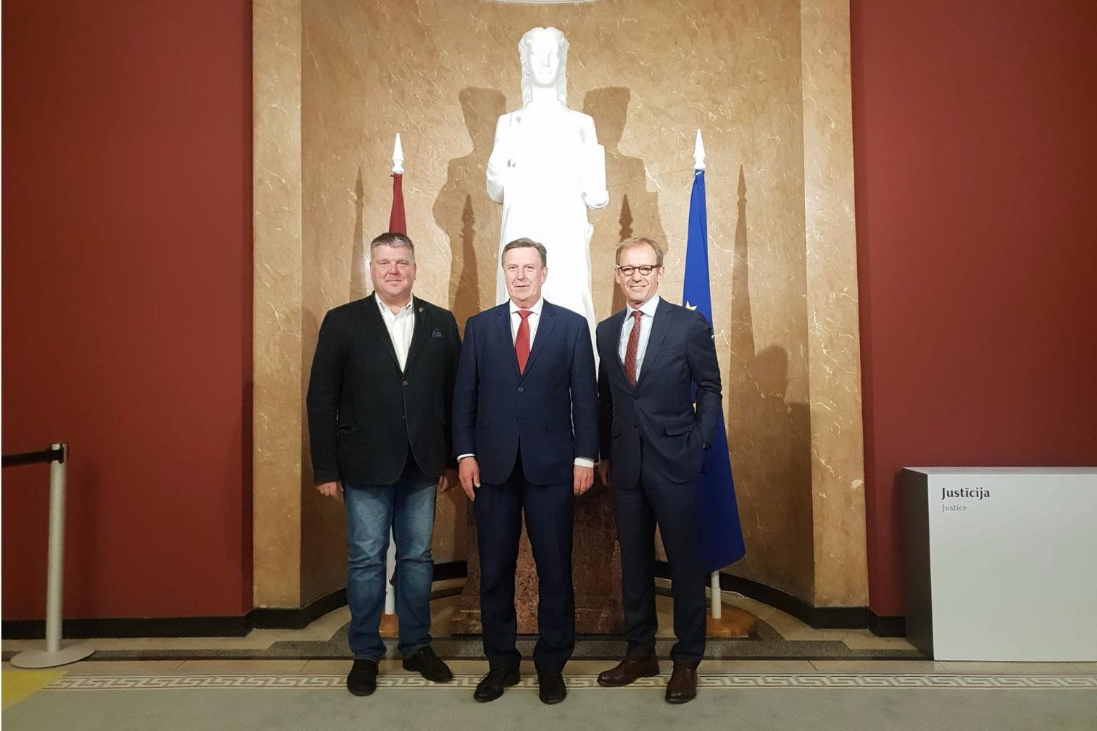 Peter Aping mit dem lettischen Premierminister