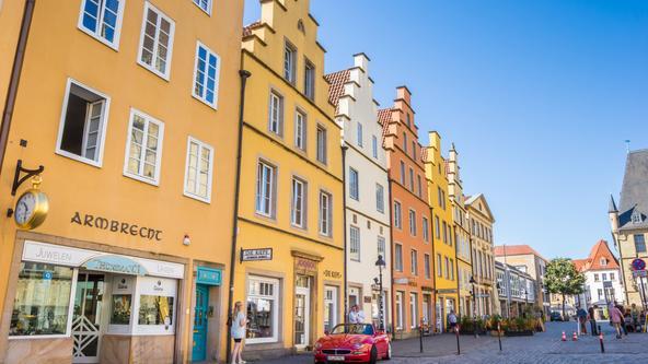 Die Hausfassaden am Marktplatz in der Altstadt