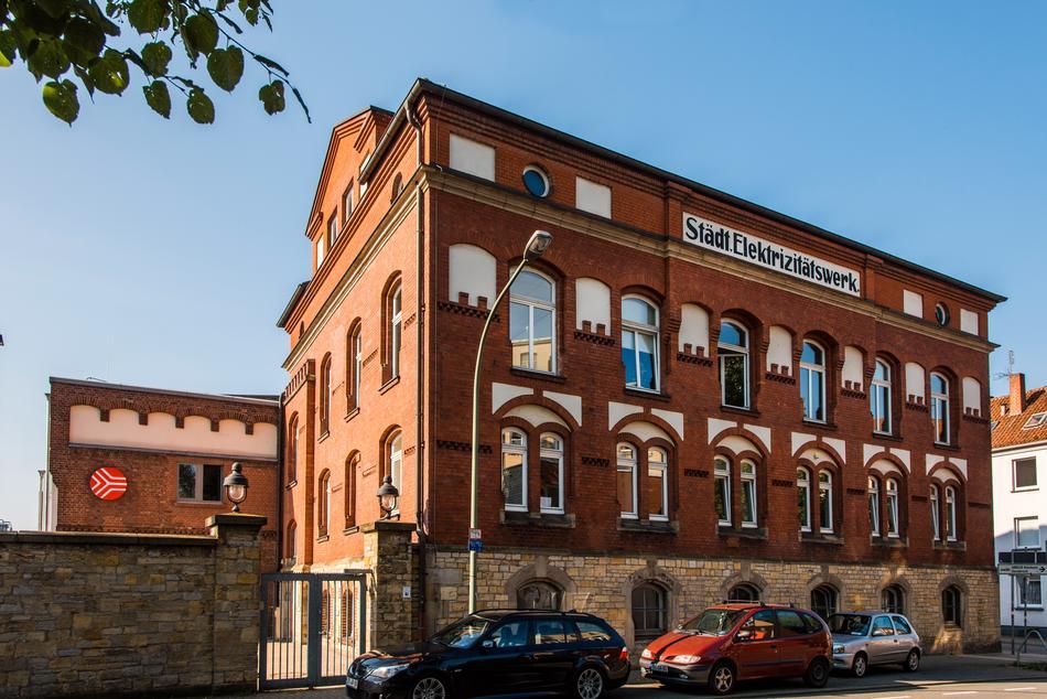 Die Außenansicht des Gebäudes der SWO Netz GmbH, ehemalig das städtische Elektrizitätswerk