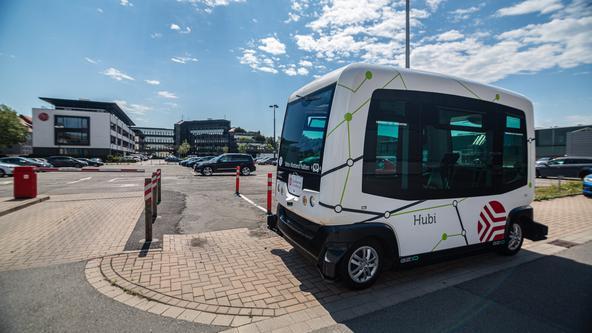 Autonomer Bus Hubi auf Testfahrt auf dem Stadtwerke Gelände