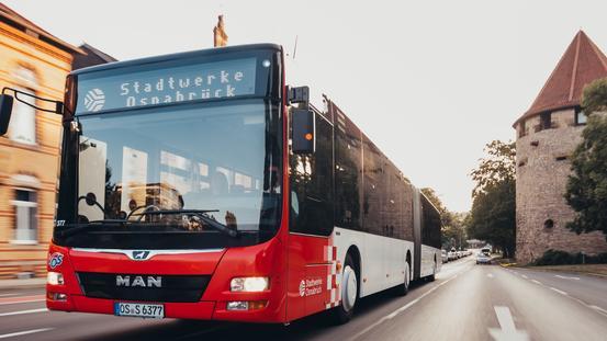 Bus der VOS fährt über den Hasetorwall in Osnabrück