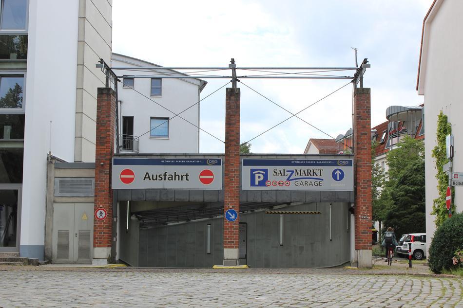 Einfahrt zum Parkhaus Salzmarkt in Osnabrück