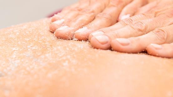 Reinigendes Peeling für samtweiche Haut