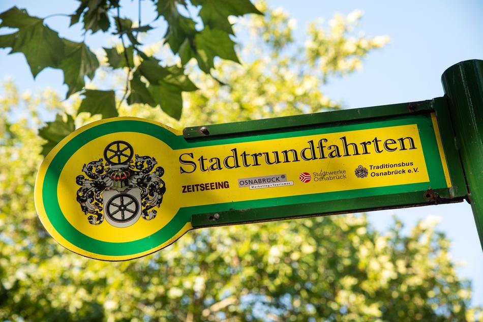 Haltestelle der Stadtrundfahrten am Lieblingscafe in der Lortzingstraße.