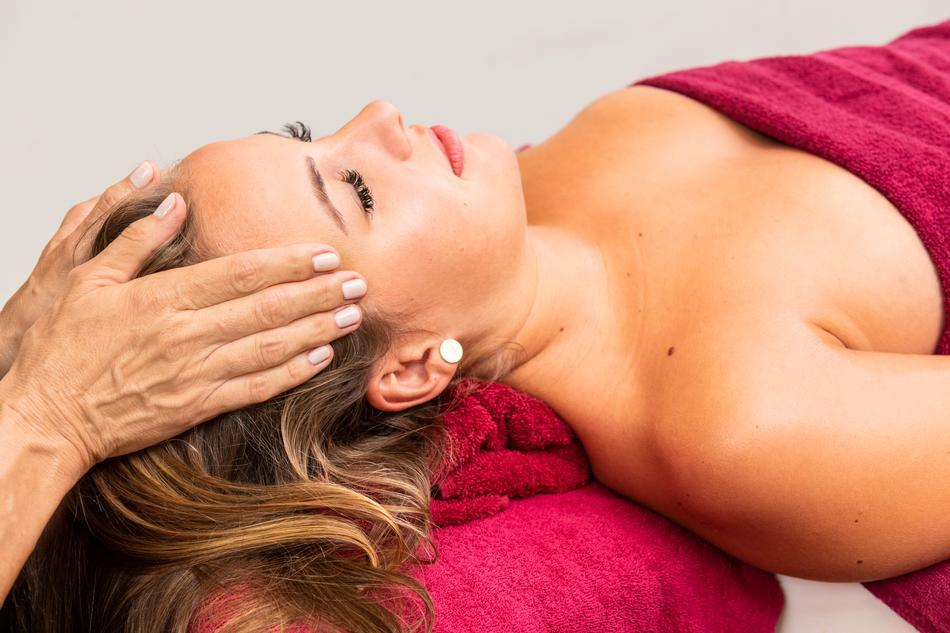 Abhyanga-Massage als Relax-Ritual zur vollkommenen Entspannung