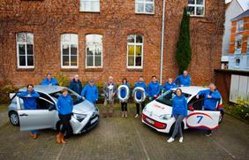 Das stadtteilauto-Team freut sich über das 100. Carsharing-Fahrzeug.