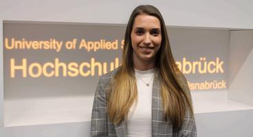 Absolventin Alina Pieper gehört zu den Preisträgerinnen und Preisträgern der StudyUp-Awards an der Hochschule Osnabrück.