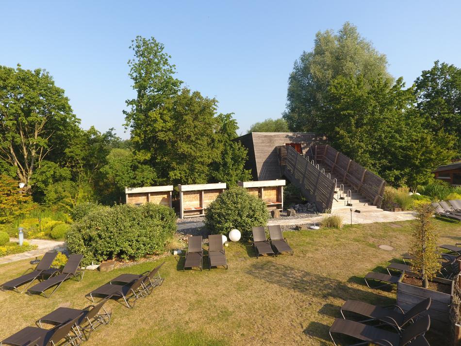 Sonnige Ruhepausen im Saunagarten