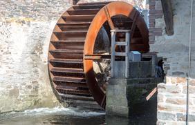 Dank des neuen Mühlrads kann wieder grüner Strom aus Wasserkraft erzeugt werden.