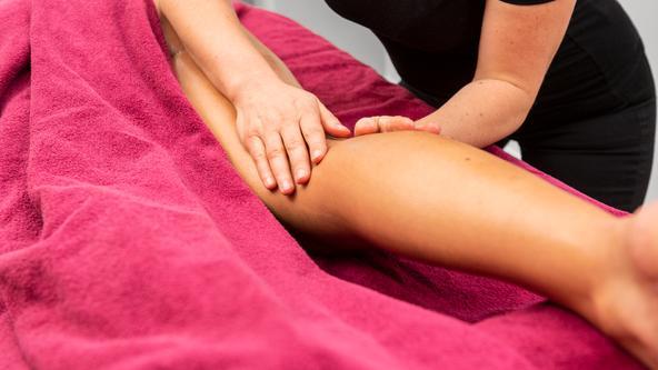Die klassische Aromaölmassage für Rücken & Beine