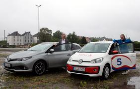 Mit dem Stadtteilauto günstiger ins Autokino: (V.l.) Andree Josef (Die Etagen) und Lea Hilling (Stadtteilauto).
