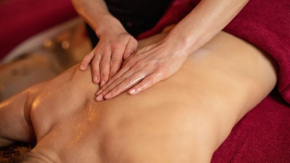 Entspannungs-Ganzkörpermassage im Spa & Beauty