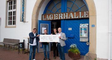 Werben für das neue Lagerhalle-Kombiticket: (V.l.) Maik Blome (Stadtwerke), Jens Meier, Martina Scholz (beide Lagerhalle) und Werner Linnenbrink (Stadtwerke).