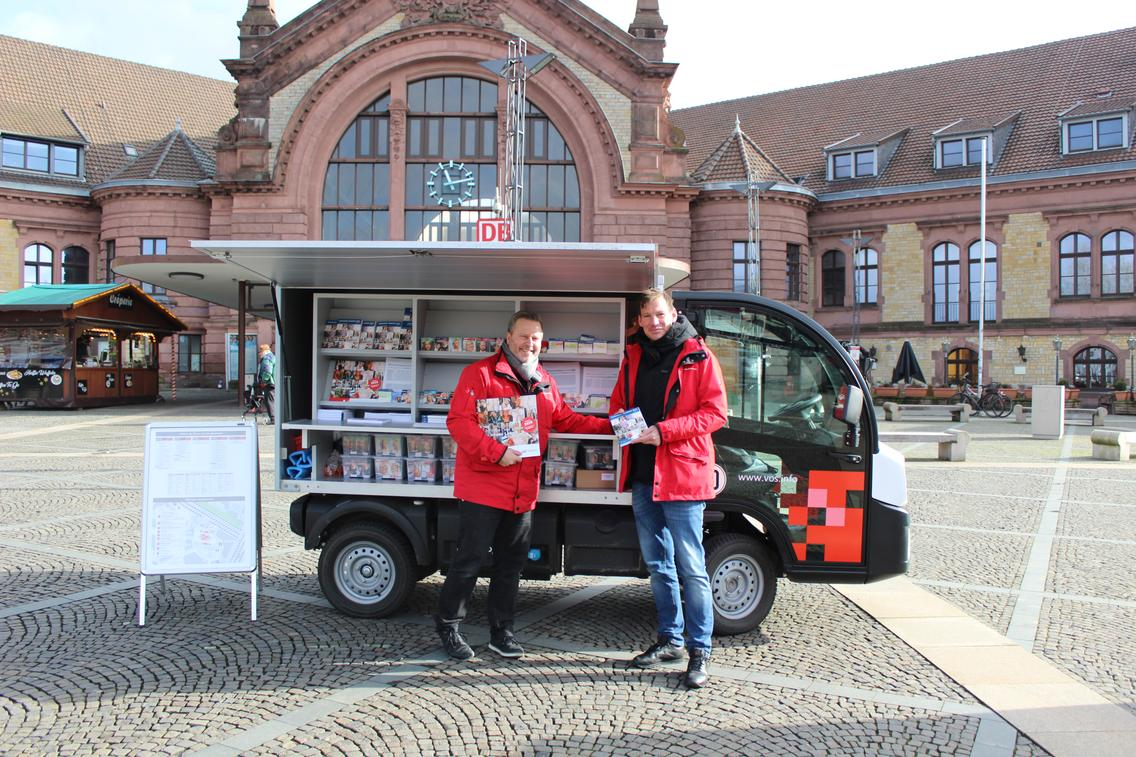 Infomobil der Mobilitätsberater der VOS am Hauptbahnhof Osnabrück