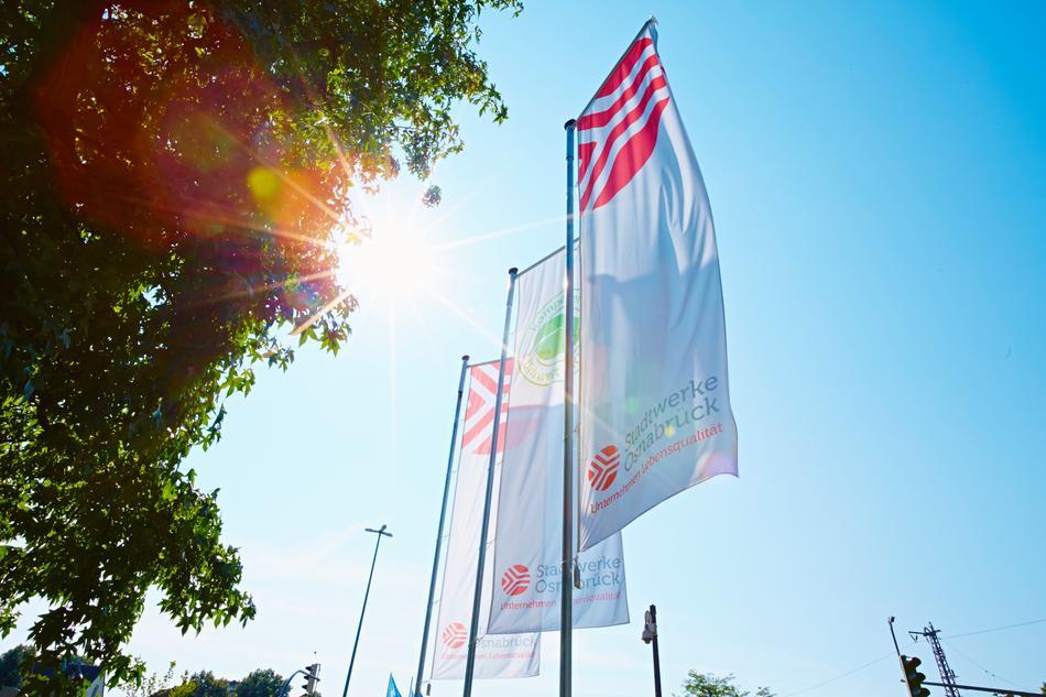Flaggen vor der Stadtwerke Zentrale in Osnabrück