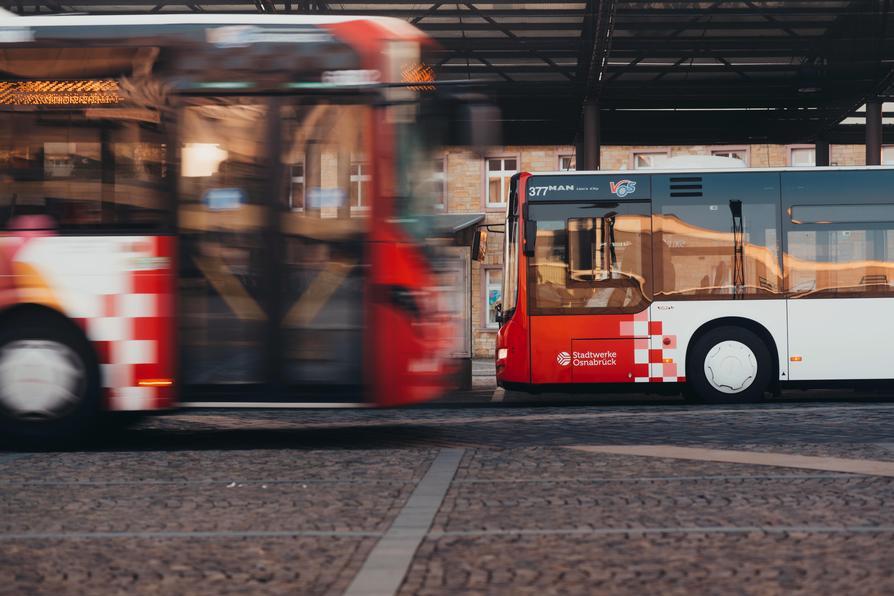 Vom 24.-30. August 2020 können Fahrgäste im VOS-Gebiet eine Begleitperson kostenlos mitnehmen