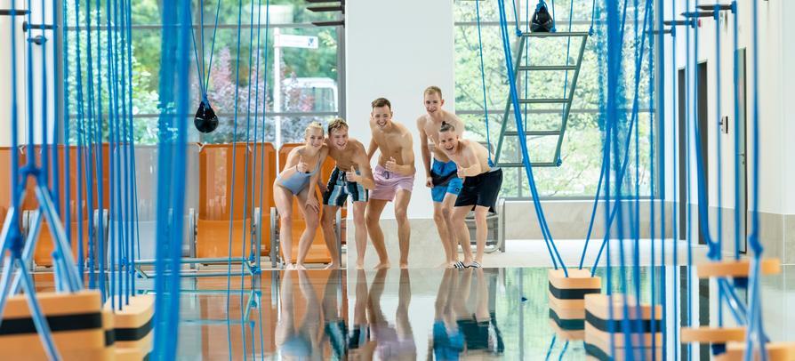 Erlebniszeit mit Freunden im Ninjacross-Parcours des Nettebades