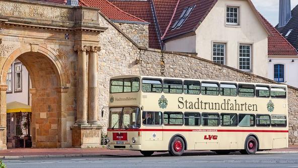 Traditionsbus der Stadtrundfahrten am Heger Tor in Osnabrück