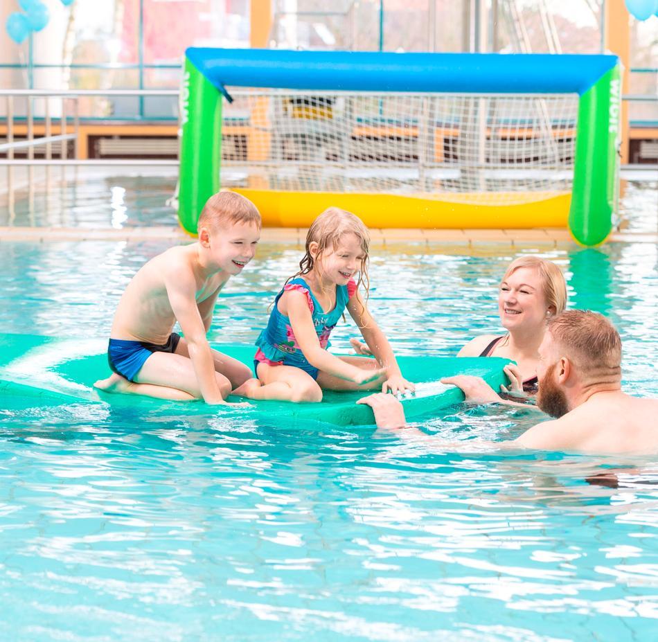 Familienspaß im Nichtschwimmerbecken