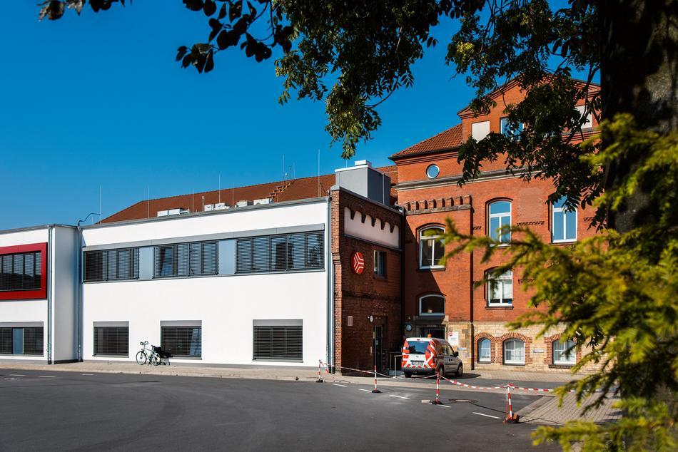Das Gebäude der SWO Netz GmbH mit dem renovierten Anbau