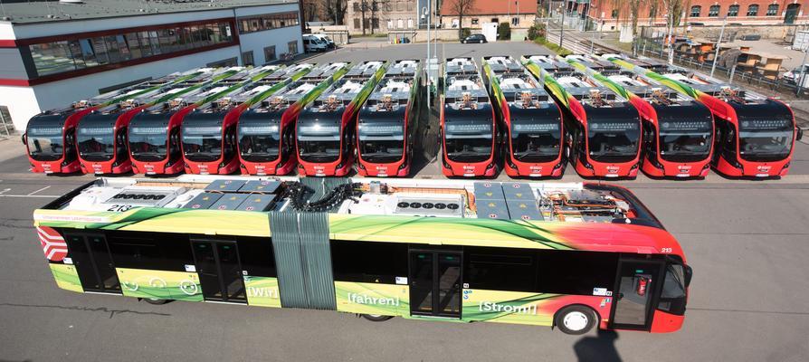 Die E-Gelenkbusflotte der Stadtwerke hat die Eine-Million-E-Kilometer-Marke geknackt.