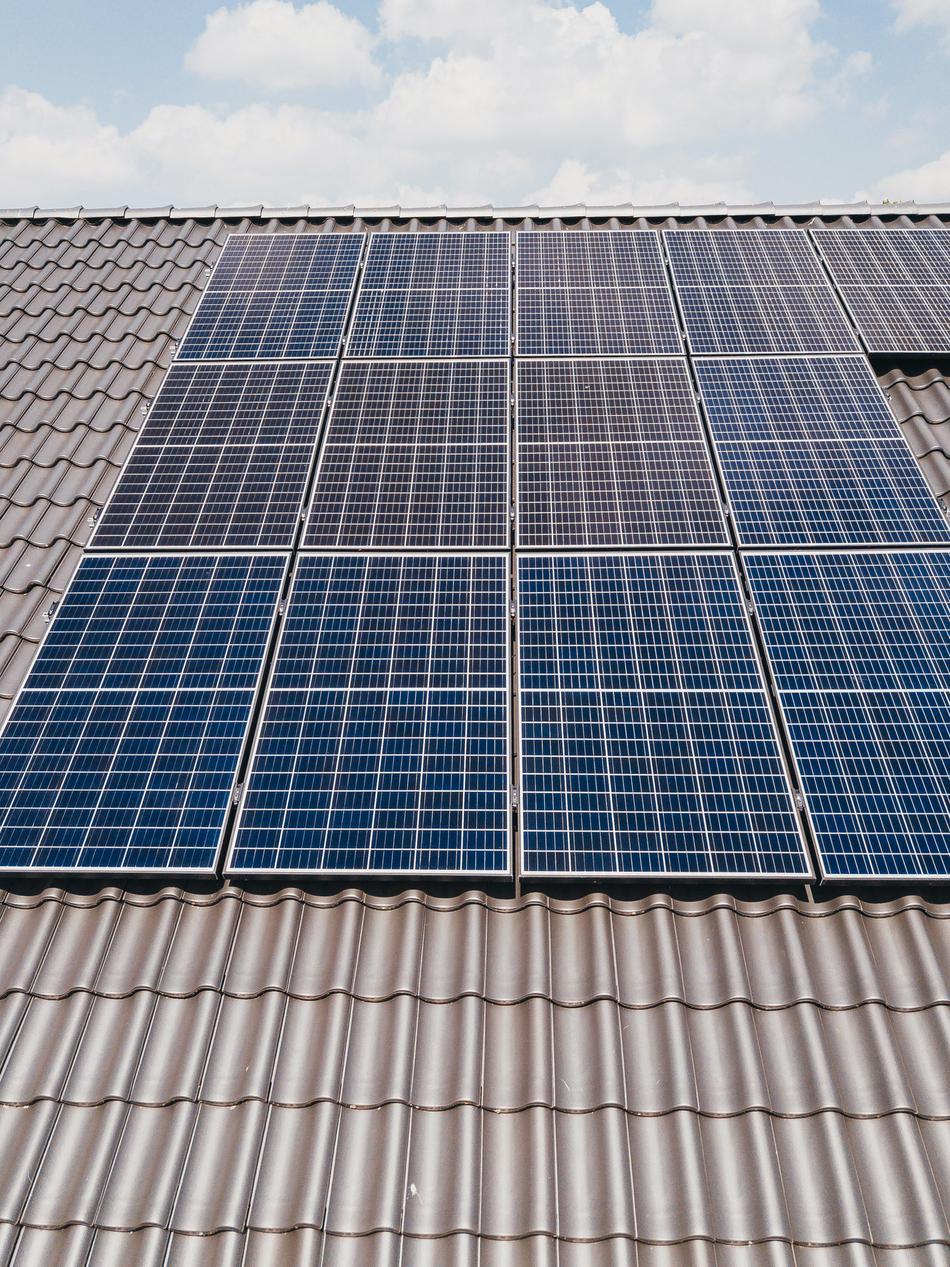 Photovoltaik-Module auf Bürogebäude der Hansa-Apotheke in Wallenhorst
