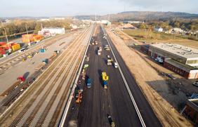 Die Bauarbeiten für das neue Containerterminal am Osnabrücker Hafen liegen voll im Zeitplan.