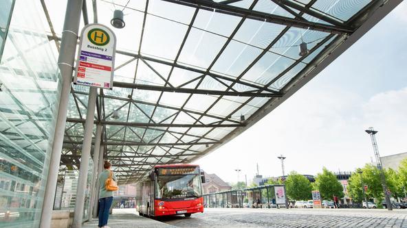 Bus der VOS hält am Hauptbahnhof in Osnabrück