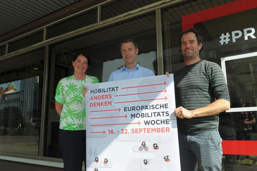 """Das Orga-Team (v.l.) Brigitte Strathmann, Thomas Schniedermann und Nicklas Monte freut sich auf die """"Osnabrück-Ausgabe"""" der Europäischen Mobilitätswoche vom 16. bis 22. September."""