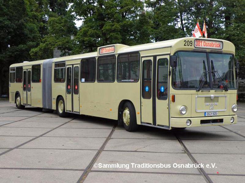 Der Gelenkzug Wagen 209 MAN Baujahr 1986, mit dem die Industrie-Tor durchgeführt wird.
