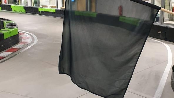"""Schwarze Flagge bedeutet """"Verwarnung"""""""