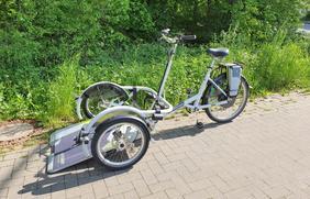 """Per Fahrrad inklusiv unterwegs: Das Rollstuhlfahrrad """"VeloPlus"""" des niederländischen Herstellers Van Raam kann am 18. und 19. September bei den Stadtwerken Osnabrück kostenlos getestet werden."""