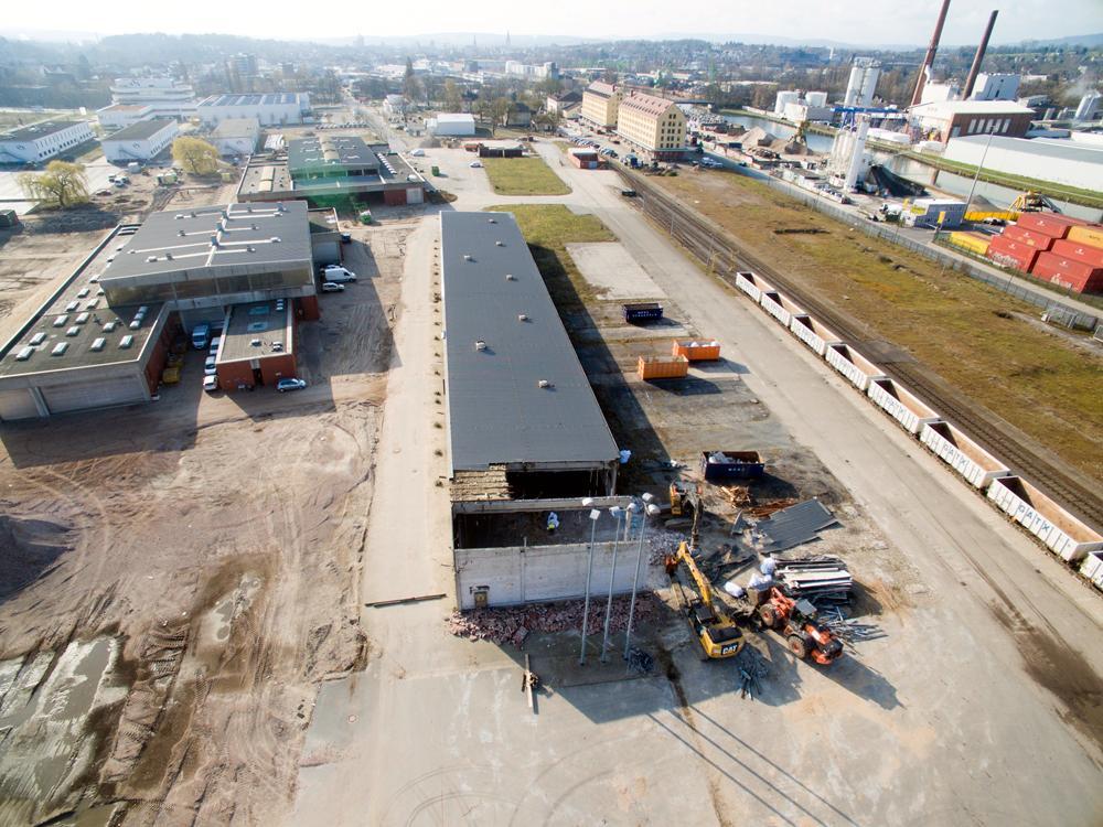 Die Bauarbeiten für das neue Containerterminal am Osnabrücker Hafen haben begonnen.