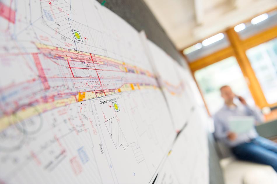 Pläne für die Bauarbeiten in der Rheiner Landstraße