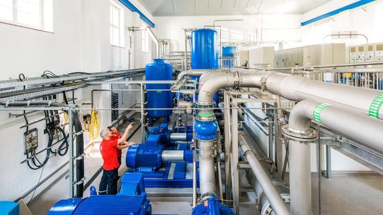 Pumpen und Leitungen im Wasserwerk Düstrup
